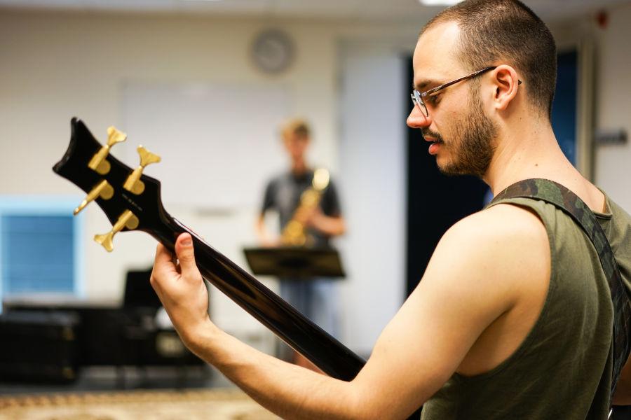 Muziekles Den Bosch - Leer basgitaar spelen