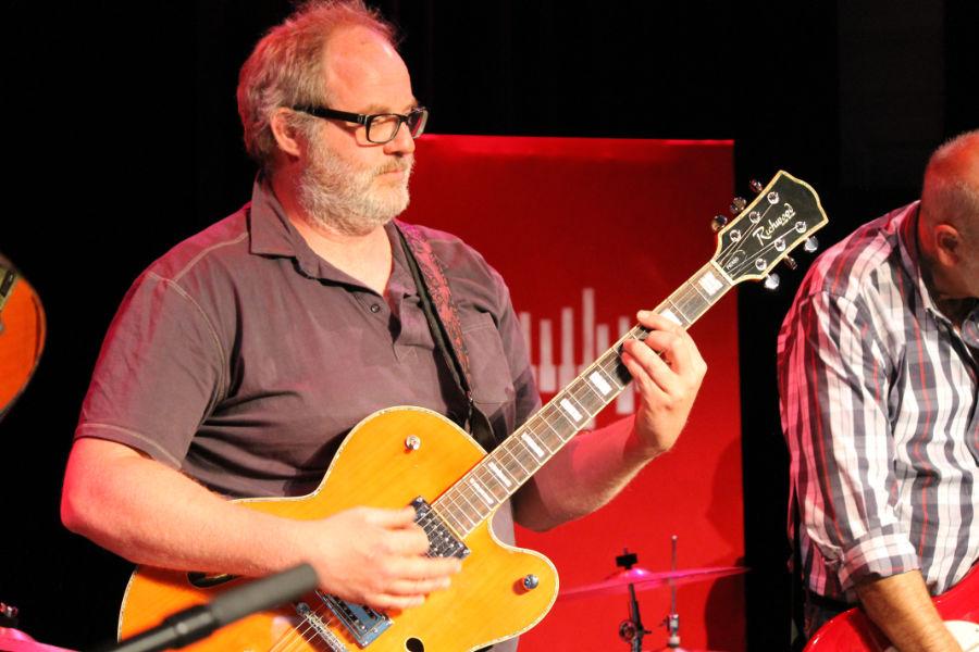 elektrische gitaar spelen in 's Hertogenbosch - Muziekles Den Bosch - Leer gitaar